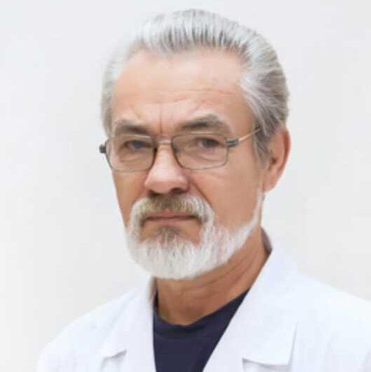 В клинике принимает пульмонолог высшей категории Рудиков Валерий Борисович